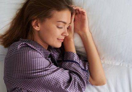 Dormir de lado izquierdo previene el Alzheimer